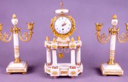 Garniture de cheminée Louis XVI : Dégré à Paris